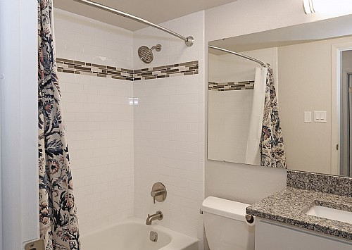Properties_WalnutCrossings_Bathroom